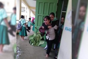 MAPEH Teacher Carried Her Student with a wound in Crossing the Street